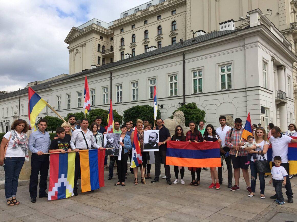 """Demonstracja związana z powstaniem """"Sasna Tsrer"""" w Warszawie"""